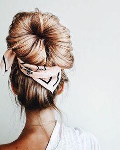 Le foulard pour une coiffure et un look festival - February Bullet Journal Casual Updos For Long Hair, Long Hair Dos, Bun Hairstyles For Long Hair, Work Hairstyles, Winter Hairstyles, Braids For Long Hair, Pretty Hairstyles, Braided Hairstyles, Long Hair Styles
