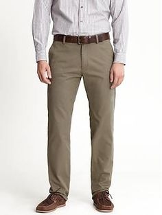 """Banana Republic - """"Emerson"""" Vintage Straight Chino in Dark Olive Casual Pants, Khaki Pants, Formal Men Outfit, Work Suits, China, Style Me, Man Style, Modern Outfits, Fashion Advice"""