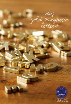 lettres aimantées en plastique à piquer aux enfants à bomber pour frigo tendance… (via DIY Gold Magnetic Letters   Inspired by Charm)