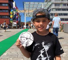 Bierviltjestekenaar tijdens Stadstuinen Festival, Citymall Almere - Sandor Paulus