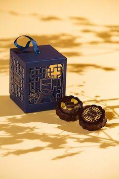 杭州味道系列茶饼包装--新锋食品 Hangzhou Taste tea-cake packaging des on Behance Cake Boxes Packaging, Candy Packaging, Tea Packaging, Luxury Packaging, Chocolate Packaging, Food Packaging Design, Packaging Design Inspiration, Creative Gift Packaging, Perfume Packaging