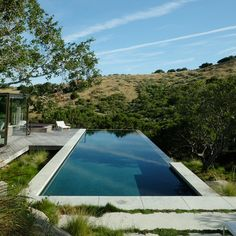 Great Tips For Landscaping Around A Hot Tub – Pool Landscape Ideas Amazing Swimming Pools, Diy Swimming Pool, Swimming Pool Photos, Luxury Swimming Pools, Natural Swimming Pools, Dream Pools, Swimming Pool Designs, Luxury Pools, Infinity Pool Backyard