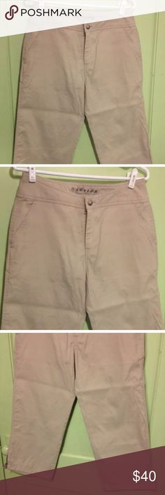 "THE NORTH FACE - A5 Khaki Capri Pants The North Face Pants Size: 8 Descriptions: Tan khaki capri pants. Wide leg. Open pockets on front & no pockets on back. Zipper removable pant legs at capri length. Slit along bottom hem. No Belt loops. Zip fly w/ button closure at waist. 55% nylon/45% cotton. Condition: Excellent used condition. Slightly wrinkled from storage. Dimensions: 23"" inseam. 30"" waist. 32"" from waistband to leg hem. 8.5"" opening at leg hem. Inventory Reference: #MR192 The North…"