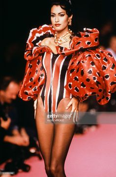 Yasmeen Ghauri walks the runway at the Christian Lacroix Ready to Wear Spring/Summer 1992 fashion show during the Paris Fashion Week in October, 1991 in Paris, France. Get premium, high resolution news photos at Getty Images 80s Fashion, Fashion 2020, Couture Fashion, Runway Fashion, Fashion Models, Fashion Brands, High Fashion, Fashion Show, Vintage Fashion