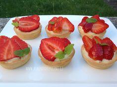 Jahodové košíčky Cheesecake, Cupcakes, Food, Cupcake Cakes, Cheesecakes, Essen, Meals, Yemek, Cherry Cheesecake Shooters