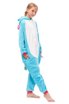 Are you looking for a one piece jumpsuit for your girls, this blue fleece loungwear will give your child a good touch. #blueunicornonesiepajama #onesies #pajamas