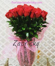*Hermosas Rosas en Jarrón*  Visita nuestro catálogo de flores para todas las ocasiones >> https://floristeriazabrisky.com/collections  #vivelaexperienciazabrisky #rosasrojas #redrose #roses #love #amor