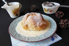 Desert mere in foietaj cu sos de vanilie