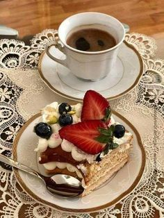 Buenos dias con delicioso kf coffee breakfast tea, coffee ve italian coffee Good Morning Coffee Gif, Coffee Break, Sunday Coffee, Coffee Tasting, Coffee Cafe, Coffee Shop, Coffee Mugs, Café Chocolate, Cocoa Tea