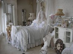 ANTIQUES IN OLD TOWN: Wonderful shabby pretties.