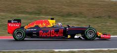 TAG Heuer y la escudería de Fórmula 1 Red Bull Racing extienden dos temporadas más su asociación para dar nombre al motor   El nombre TAG Heuer continuará formando parte de la denominación de la escudería en el listado oficial de constructores  El logotipo TAG Heuer continuará exhibiéndose en un lugar prominente en el coche en los pilotos y en los miembros del equipo. Como continuación de las condiciones actuales del acuerdo el nombre del coche para la temporada 2017 será Red Bull Racing…