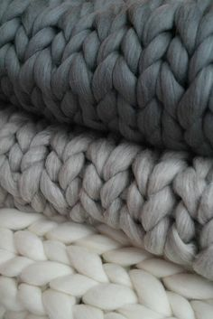 """For my grey aesthetic. I literally just saw my blanket and thought """"hey, this looks sorta cool! Knitted Blankets, Merino Wool Blanket, Plaid Xxl, Plaid Laine, Chunky Blanket, Chunky Knit Throw, Gray Aesthetic, Arm Knitting, Beginner Knitting"""