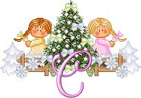 Alfabeto nenas decorando el árbol.