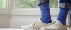 In a large assortment of patterns and colours, treat your feet with some utterly cool prints, from donuts and flamingos to pretzels, umbrellas and parrots. Bamboo Socks, Unisex, Pretzels, Parrots, Umbrellas, Stylish, Donuts, How To Wear, Colours