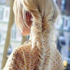 #LeçonDeCoiffure http://www.elle.fr/Beaute/Cheveux/Coiffure/Tresse-epi-2871838