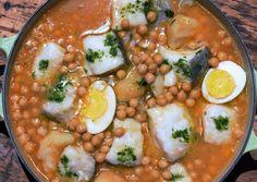 Bacalao con garbanzos, Cod with chick-peas  #cooking #cocina #dinners #cenas #recipes #recetas #spain #food #alimento #cod #bacalao #fish