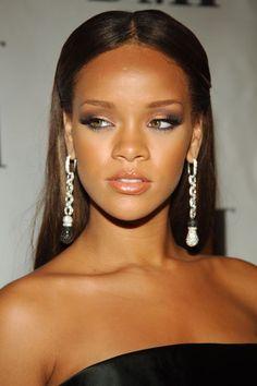 Come Cambiano le Star: Rihanna Rihanna Makeup, Rihanna Fenty, Rihanna Face, Rihanna Looks, Rihanna Style, Rhianna Hairstyles, Rihanna Red Carpet, Gossip Girl Outfits, Rihanna Outfits