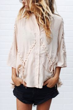 nova blouse from ascot hart Fashion Details, Boho Fashion, Fashion Trends, Street Style Summer, Spring Summer Fashion, Passion For Fashion, Style Inspiration, My Style, Casual