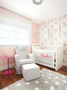Decoração moderna e delicada para o quarto de bebê