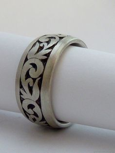 Sterling silver ring with hand engraved by MonumentsToCulture