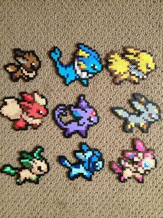 "Handmade Perler bead sprite featuring Bulbasaur, Squirtle, Charmander, and their evolutions from ""Pokemon""~! Gen I Starters - Pokemon Perler Bead Sprites Pyssla Pokemon, Eevee Pokemon, Hama Beads Pokemon, Diy Perler Beads, Perler Bead Art, Pearler Beads, Hama Beads Kawaii, Eevee Evolutions, Nintendo Pokemon"