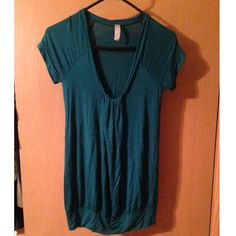 Lush Teal Top! Perfect condition teal cap sleeve rouched top! Adorable with leggings Lulu's Tops Tees - Short Sleeve