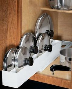 Do you have so many pots and pans that you can't find what you are looking for? Here are 30 super easy organizing and storage ideas to get your kitchen organized. These are simple kitchen organizing ideas that can be Pot Lid Organization, Lid Organizer, Kitchen Organization, Organizing Ideas, Organising, Kitchen Organizers, Cabinet Organizers, Bedroom Organization, Diy Kitchen Storage