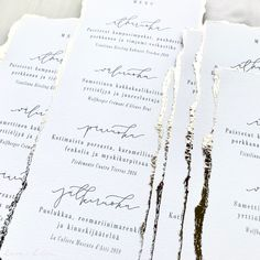 Simple minimalist classic white and gold menus with modern monoline calligraphy for luxury wedding table setting. Card Table Wedding, Wedding Table Settings, Wedding Menu, Luxury Wedding, Elegant Wedding, Boho Wedding, Menu Cards, Table Cards, Wedding Stationery
