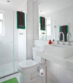Banheiro de um apê de 60m2 (marmoglass) - Casa.com.br  http://casa.abril.com.br/materia/truques-para-aproveitar-bem-o-espaco-em-um-ape-de-60m2?v=949#