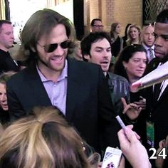 IAN IN THE BACKGROUND O MY GOD... sorry, I was just really happy to see him there