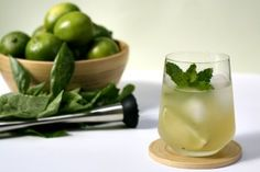 Dark Rum Mojito with Basil. I love anything and everything with basil. Refreshing Summer Drinks, Fun Drinks, Yummy Drinks, Alcoholic Drinks, Cocktails, Beverages, Fresco, Basil Drinks, Ramen