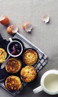 Raejuustopannukakut välipalaksi - katso resepti! | Meillä kotona Palak Paneer, Breakfast, Ethnic Recipes, Finger Food, Morning Coffee