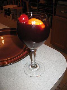 Applebee's Berry Sangria NumberofServings: 1  Ingredients Sutter Home Cabernet Sauvignon 17.25oz DeKuyper Razzmatazz 1oz Cranberry juice 1oz Orange juice 1oz Maraschino cherry Orange …