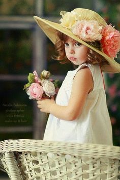 ♥  Beautiful little girl in a hat with flowers.