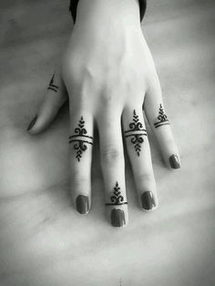 Henna Design Ideas – Henna Tattoos Mehendi Mehndi Design Ideas and Tips Latest Finger Mehndi Designs, Henna Tattoo Designs Simple, Mehndi Designs For Fingers, Beautiful Henna Designs, Mehndi Art Designs, Tattoo Simple, Modern Henna Designs, Nail Designs, Beginner Henna Designs