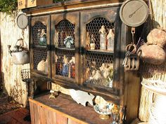 Here is the pirate hutch that I made that will be sitting behind the pirate bar I am currently brain storming on...