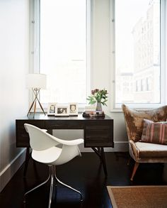 Stylish Desk - Lonny Magazine Dec/Jan 2010, Interior Design by Brad Ford