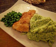 panerad torskrygg, blomkål&broccolimos och gräddfil-sås. 🌟🌟🌟 #torsk #fisk #panering #lowcarb #blomkålsmos #mos #broccoli #lchf #ärtor créme fraîche kvarg