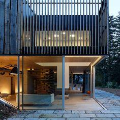 """L'agence parisienne Lode Architecture a réalisé la """"Maison D."""", une habitation située en Bretagne, sur les berges d'un estuaire et à deux pas de la mer."""