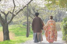 完全網羅!カメラマンさんに当日見せたい和装前撮りポーズ30選 | marry[マリー] Japanese Wedding, Wedding Photos, Kimono Top, Couples, Inspiration, Women, Weddings, Fashion, Marriage Pictures