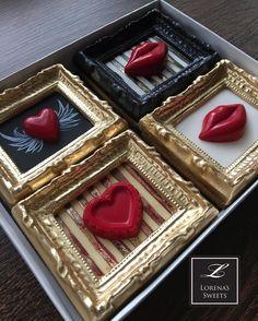 Lorena Rodriguez. Valentine's cookies. #lorenarodriguez #decoratedcookies #valentinescookies #framecookies #lovecookies #heartcookies