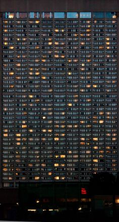The Built Environment - Andreas Gursky_Si plein et si vide! Andreas Gursky, Pattern Photography, Urban Photography, Street Photography, Building Photography, Urbane Fotografie, Minecraft Banner Designs, Built Environment, Urban Landscape
