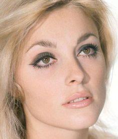 Sharon tate matte grey eyeshadow + light peachy pink lips