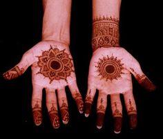 10 Round Mehendi Designs For Diwali