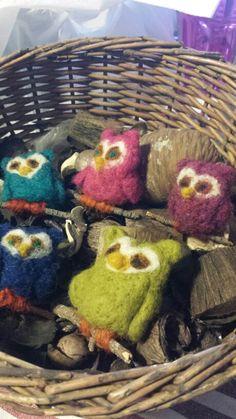 Wool felted owls - búhos de lana afieltrada