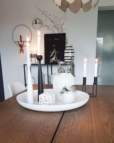 Kerzenschein bringt den Zauber der stillen Zeit direkt in Dein Zuhause! Candlelight brings the magic of silent time directly to your home! Combined with the vase Hammershøi in snow white a Vases Decor, Table Decorations, Design Vase, Winter House, Deco Table, Candle Making, Home Accents, Candle Sconces, Fall Decor