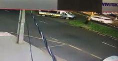 Criança cai de van do transporte escolar em Maringá; assista ao vídeo