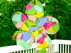 Suncatcher Blume aus mit Wasserfarbe gefärbten Taschentüchern