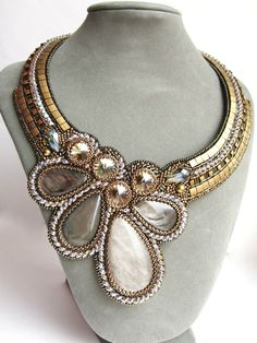 so beautiful! Bead Embroidery Jewelry, Soutache Jewelry, Fabric Jewelry, Beaded Embroidery, Beaded Necklace, Beaded Bracelets, Necklaces, Maxi Collar, Beaded Collar