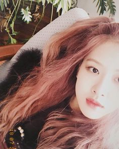 Find images and videos about kpop, rose and blackpink on We Heart It - the app to get lost in what you love. Yg Entertainment, K Pop, Close Up, Selfies, Rapper, Instagram Roses, Rose Bonbon, Rose Icon, Rose Park